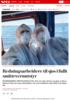 Redningsarbeidere til sjøs i fullt smittevernutstyr